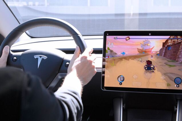 Игры на бортовом компьютере Tesla