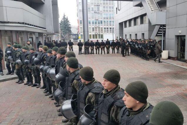 Апелляционный суд Киева окружили правоохранители