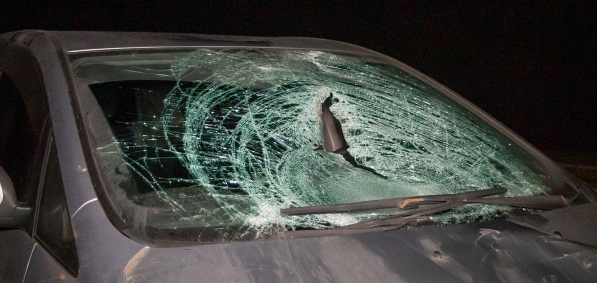 Под Днепром водитель насмерть сбил пешехода: фото и видео трагедии 18+
