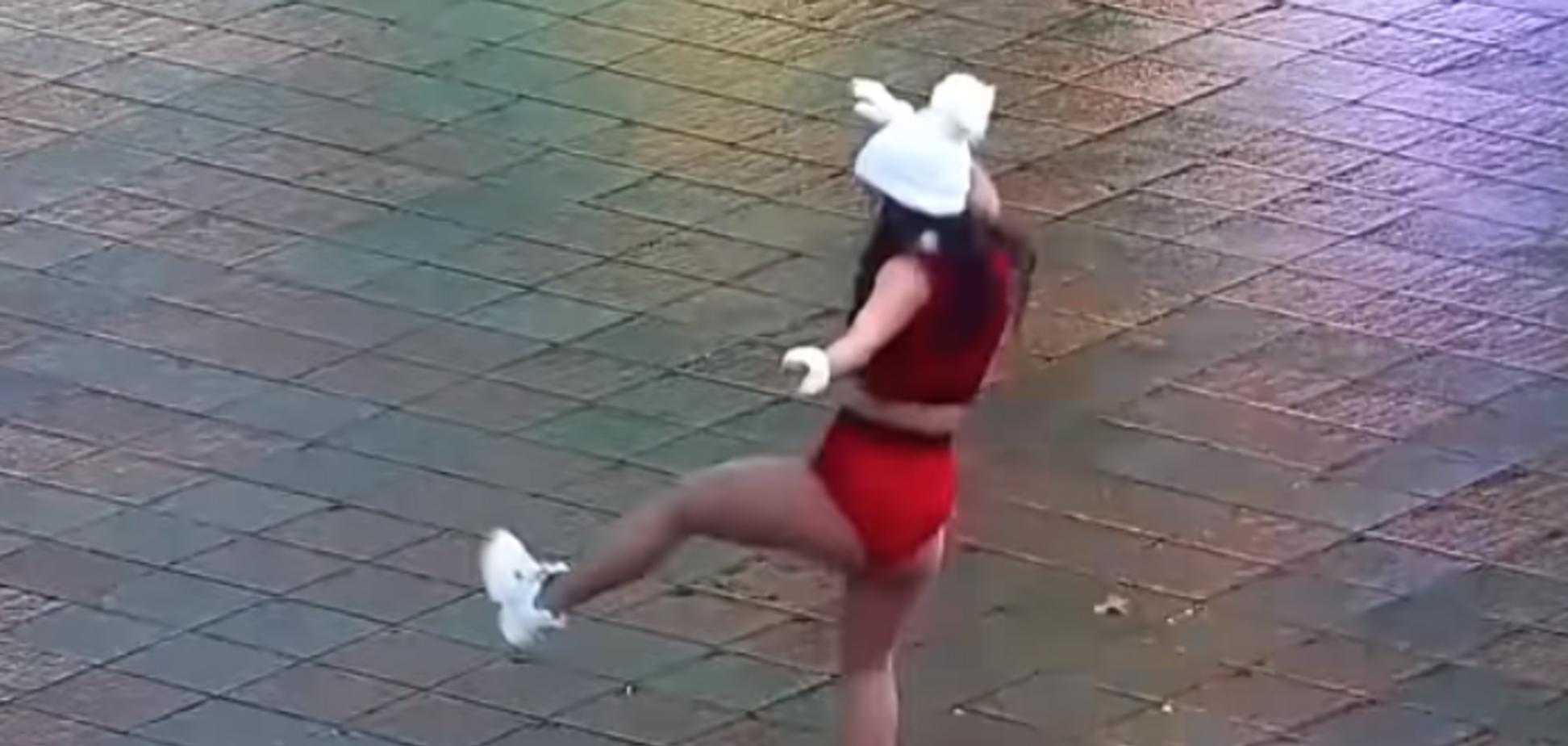 В Одессе полуголая девушка станцевала тверк перед мэрией