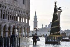 Венеция перед Рождеством опять ушла под воду: фото и видео потопа