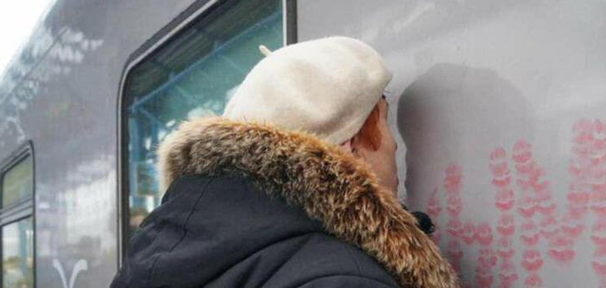 В Севастополе целовали поезд Путина