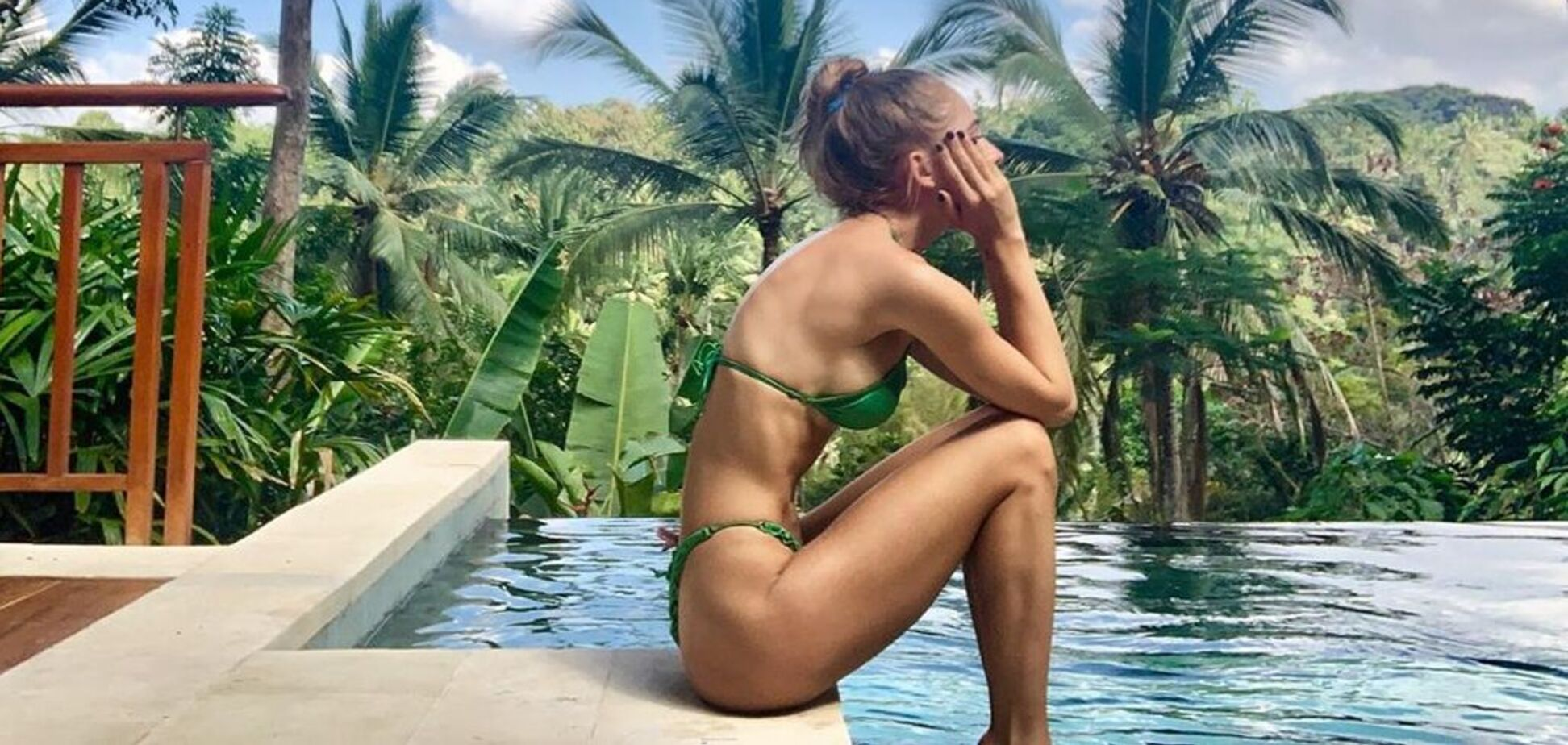 Жена вратаря сборной Украины показала раздетые фото с отдыха