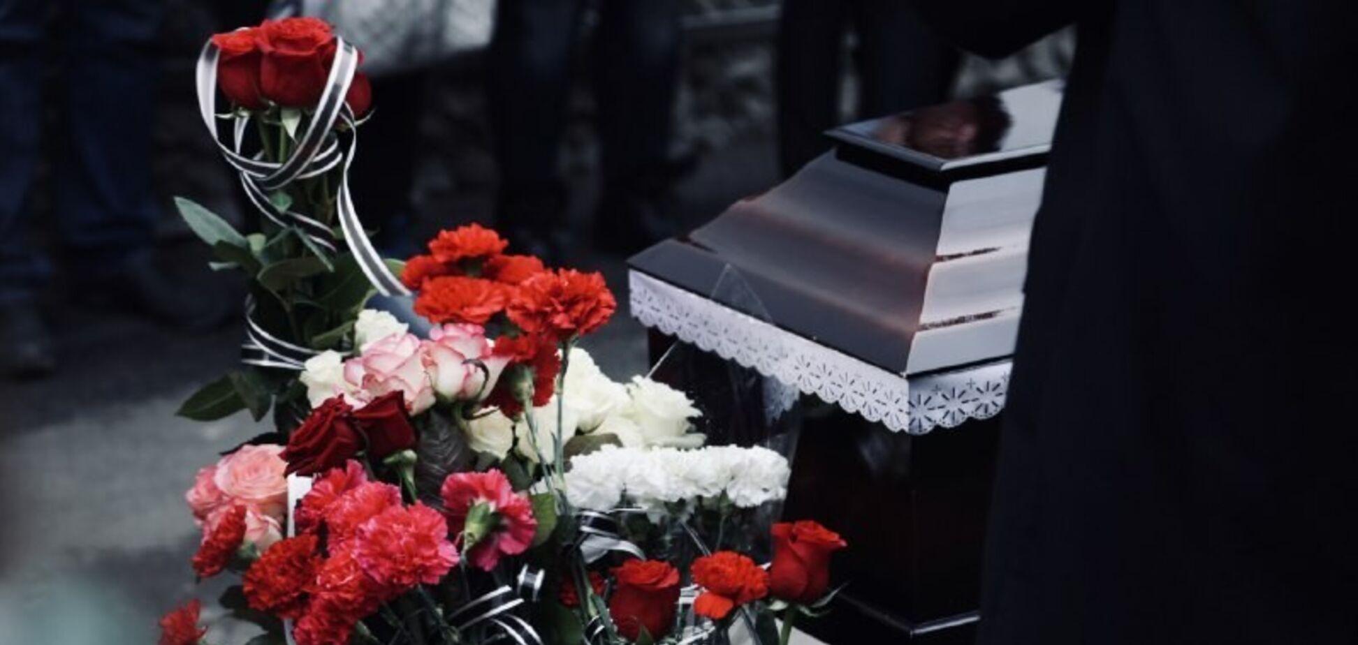 В Одессе простились с двумя студентками, погибшими в пожаре