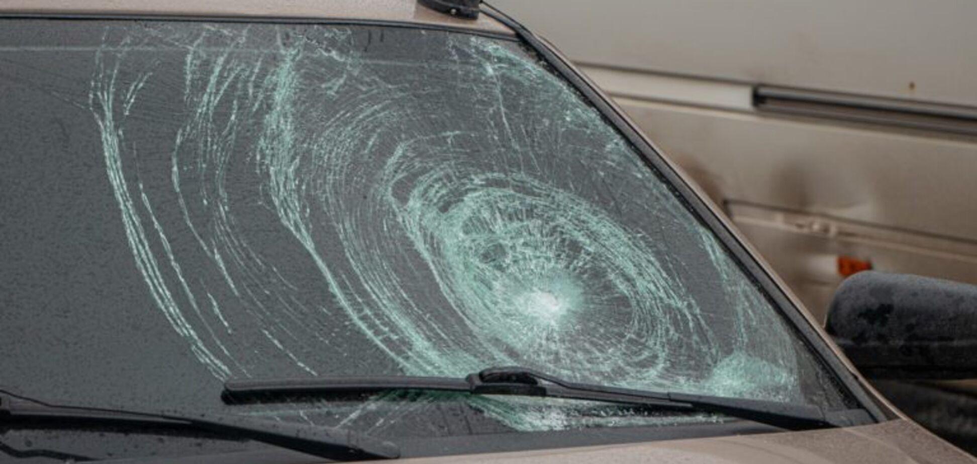 У Дніпрі на пішохідному переході авто збило підлітка: фото аварії