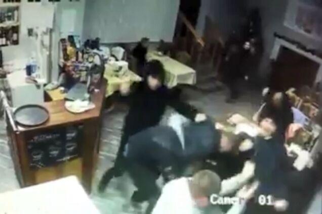 У Мукачеві кийками побили відвідувачів кафе