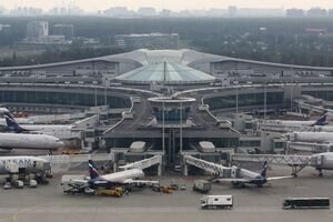В аэропорту Москвы случилось ЧП с самолетом Sukhoi Superjet