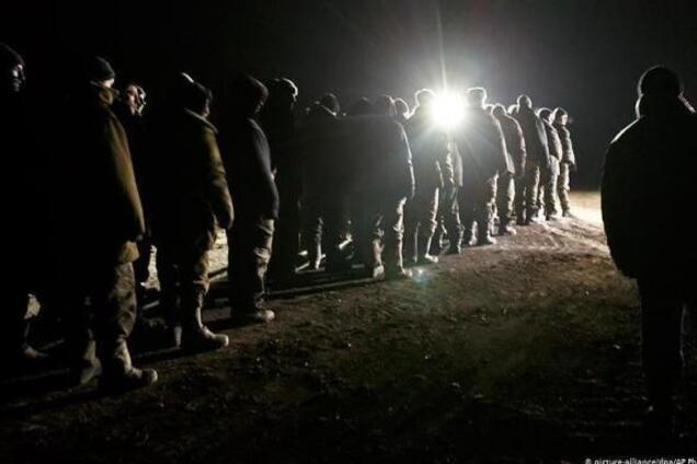 Пленных украинцев повезли к месту обмена в Донбассе