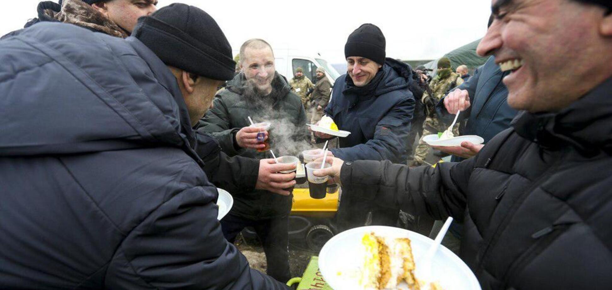 До України повернулися 76 полонених: перші кадри повернення