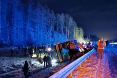 В Эстонии автобус из России попал в серьезное ДТП: фото и видео с места