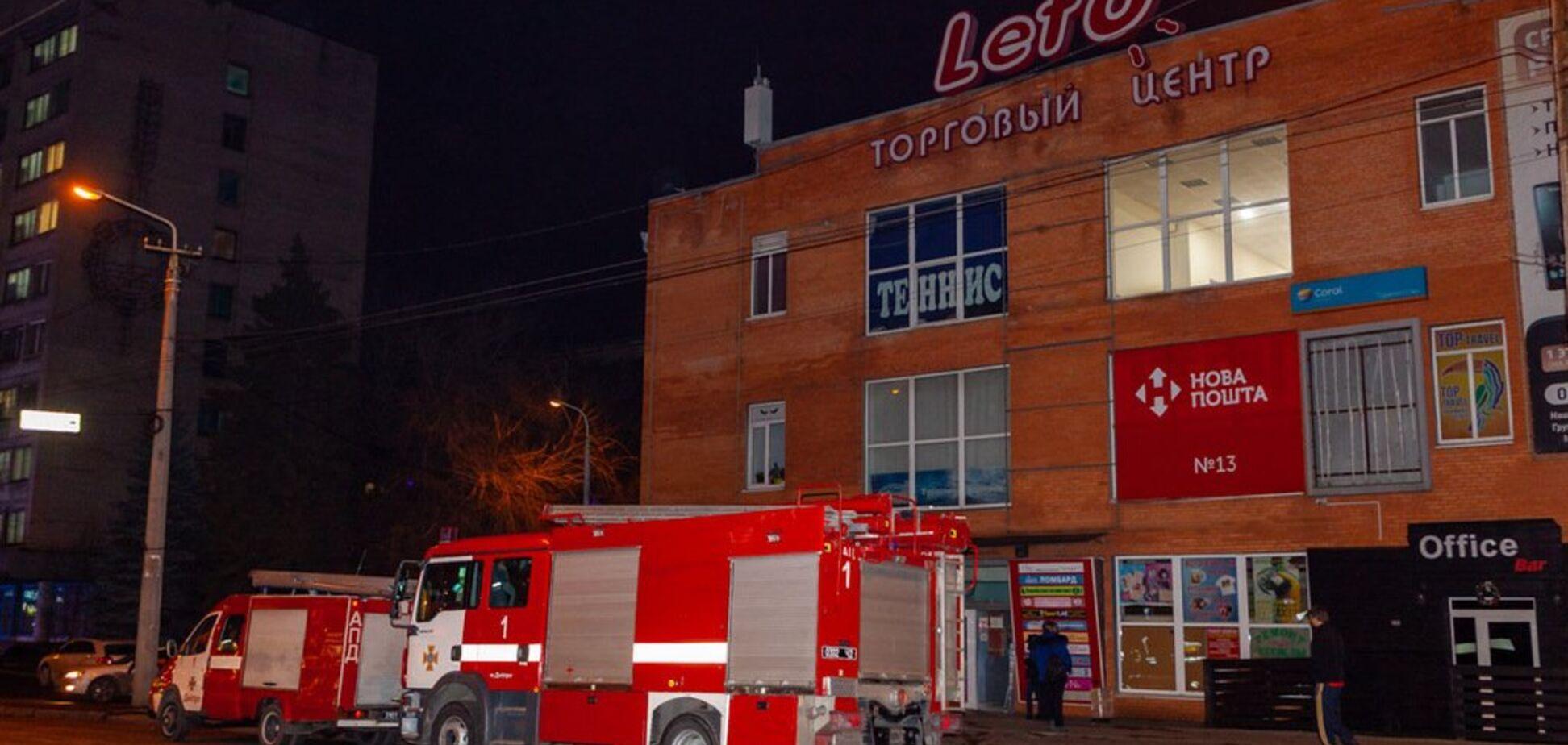Все заволокло димом: з ТЦ Дніпра терміново евакуювали людей. фото