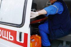 Приїхали на виклик: в Дніпрі п'яний чоловік з ножем напав на медиків