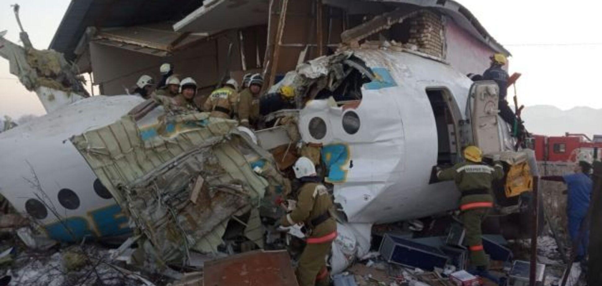 'Упал из-за ошибки?' Названа новая версия крушения самолета в Алматы