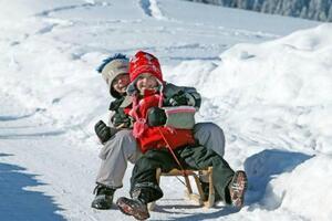 Школьникам вредно давать задания на зимние каникулы: названы причины