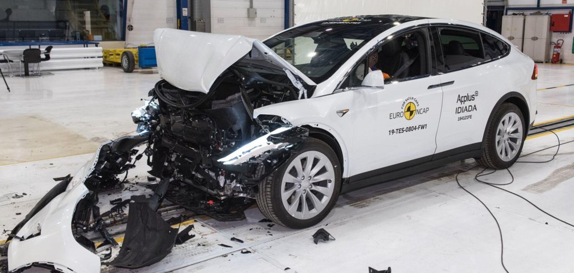 На щастя: европейці розбили електромобілі Tesla і Porsche