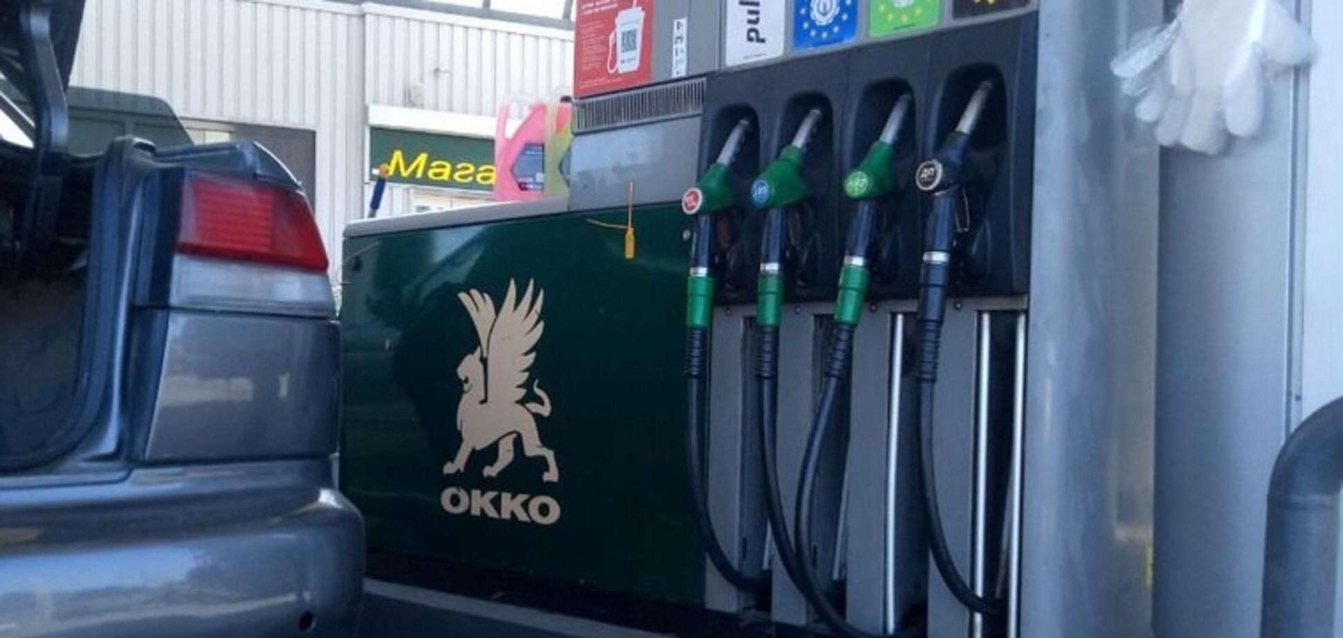 Замість бензину залили дизель: у Миколаєві на ОККО знищили авто Нацполіції