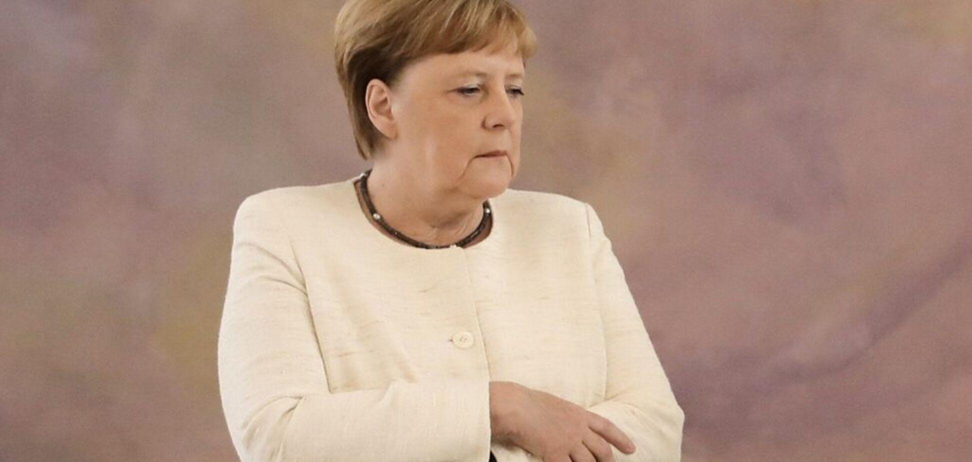 Очередной приступ? Меркель удивила поступком на публике: видео