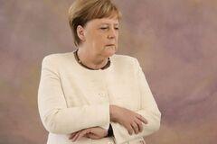 Черговий напад? Меркель здивувала вчинком на публіці: відео