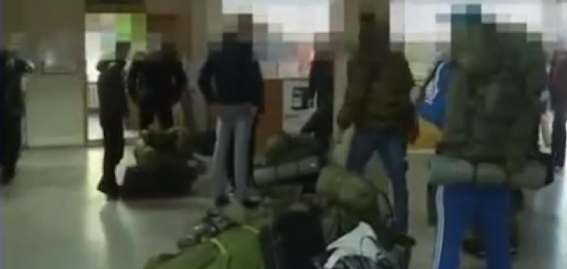 'Гражданская война?' Массовую переброску войск России в Украину показали на видео