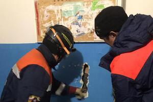 В России мужчина упал в шахту лифта, спасая валенки