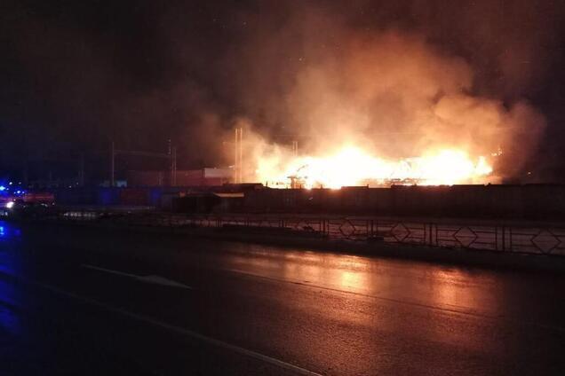 У Росії спалахнули склади