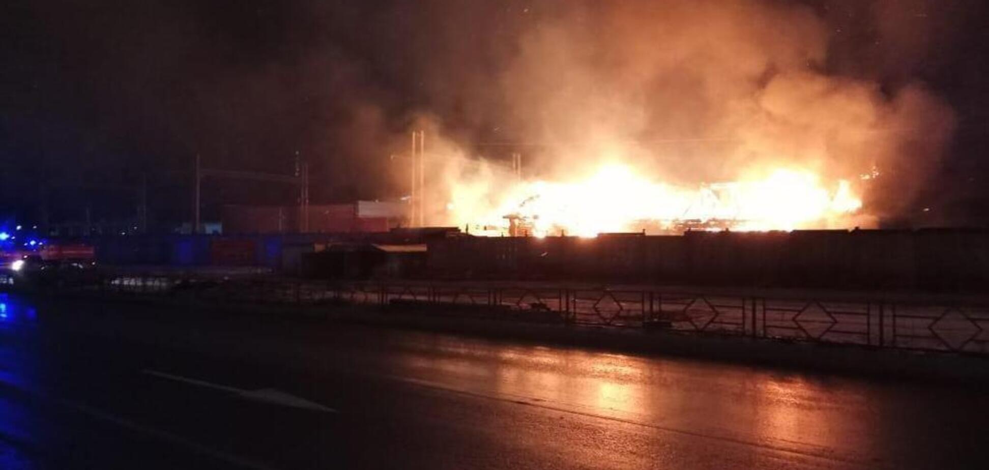 В России вспыхнули склады