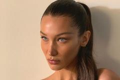 Найкрасивіша жінка в світі засвітила сексуальну фігуру в купальнику: фото