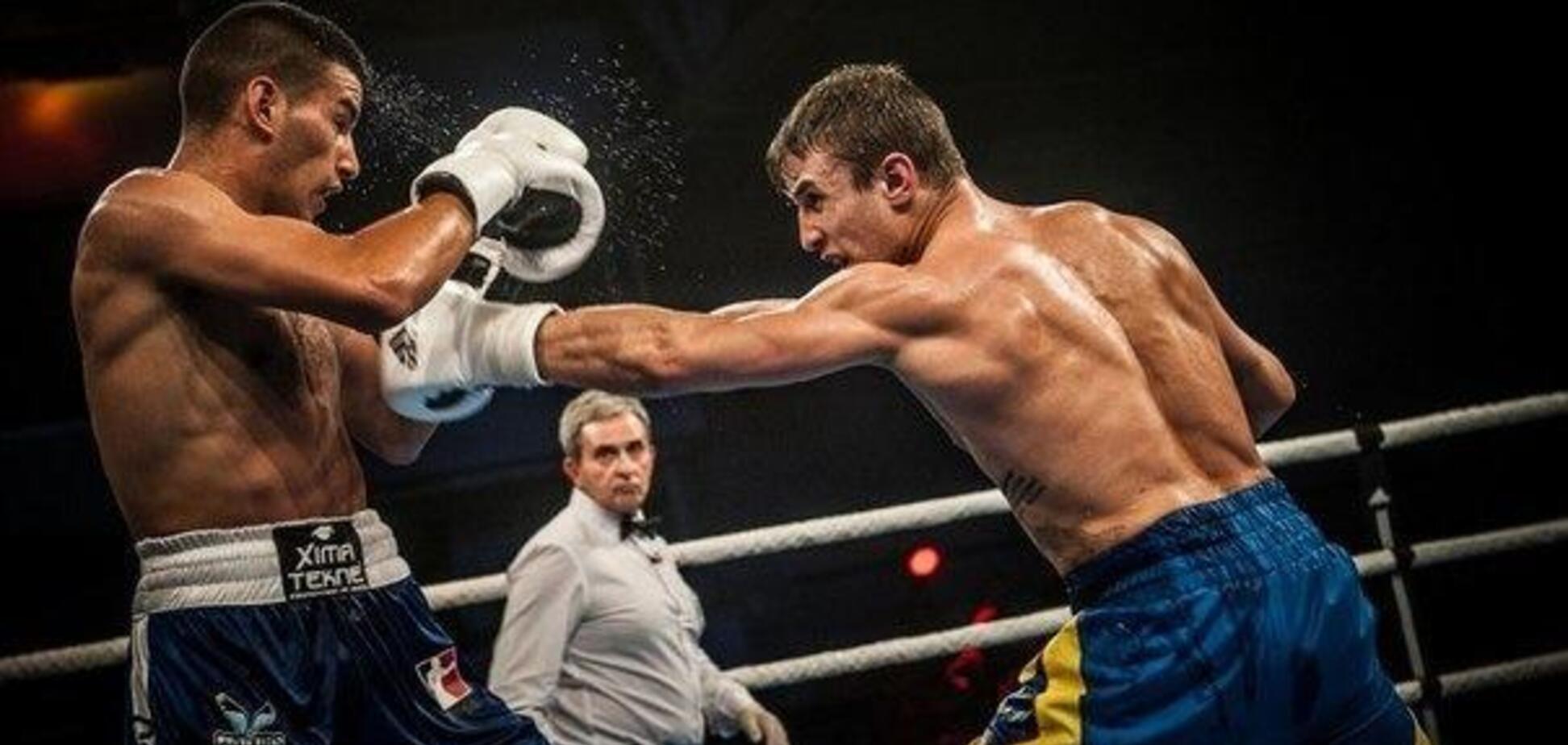 Бій непереможного українського боксера завершився несподіваним чином