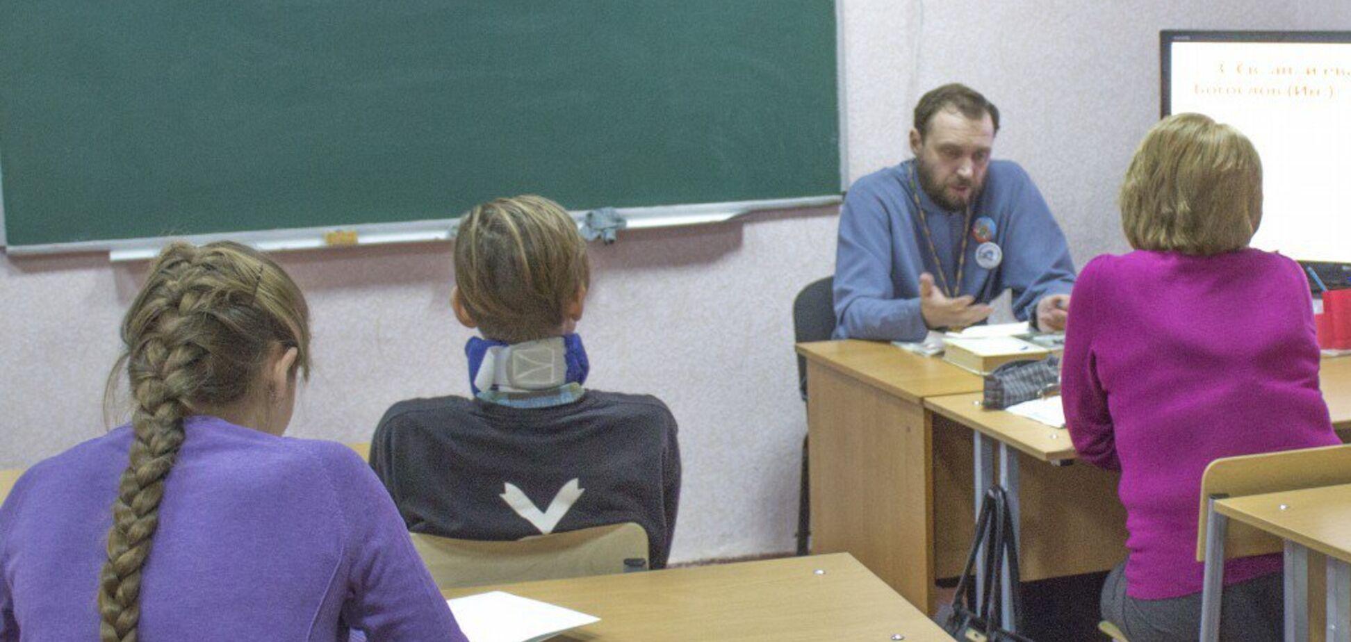 ''Нечисть повилазила назовні'': в окупованому Луганську забили на сполох через нововведення в школах