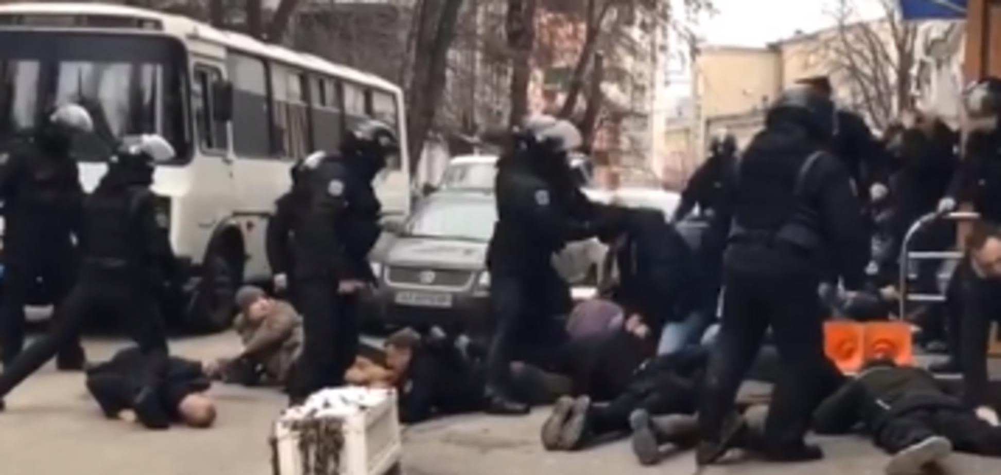 'Ложись, Бандера!' Глава полиции Киева публично извинился перед украинцами