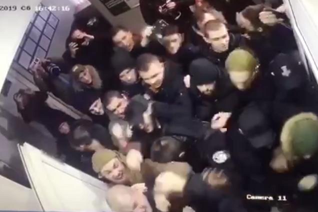 Появилось новое видео штурма полиции в Киеве: как все началось
