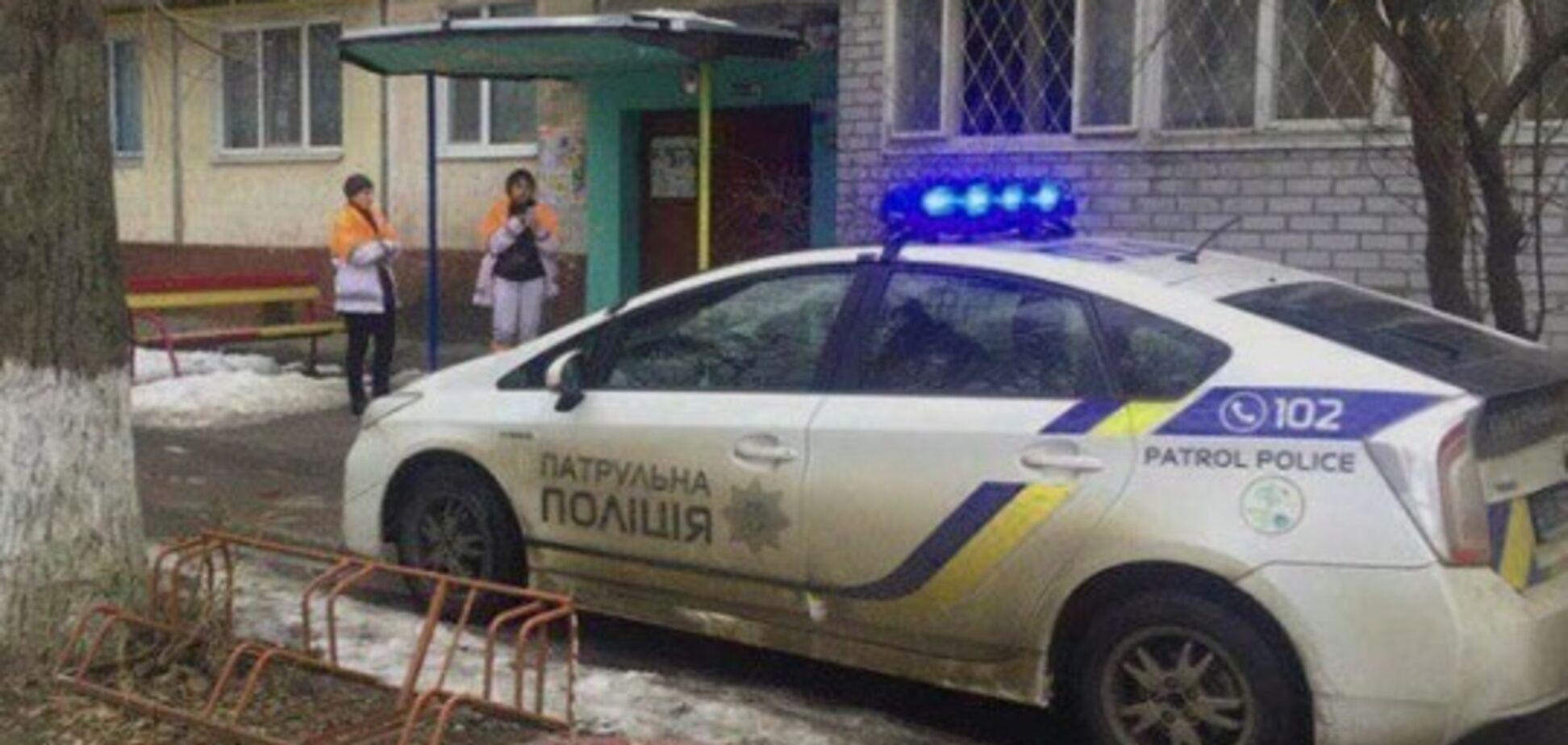 Увігнала ніж у серце: на Полтавщині школярка зарізала вітчима після сварки