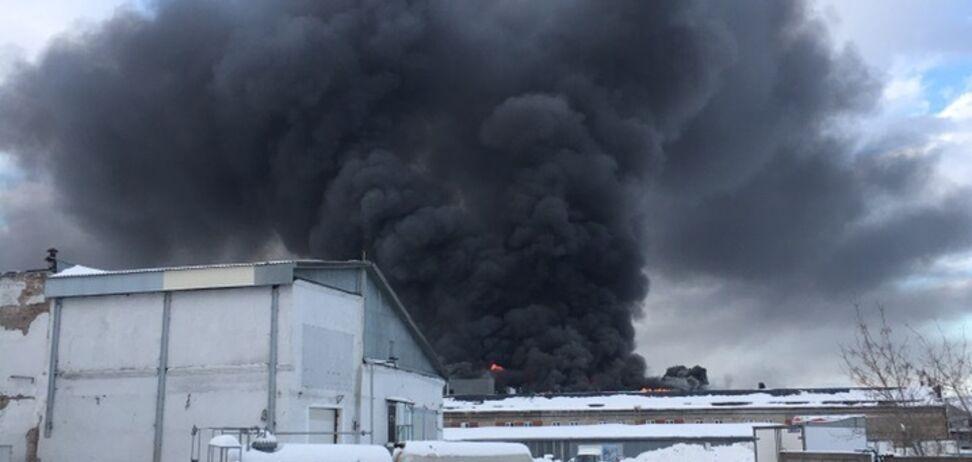 В Уфі спалахнула масштабна пожежа: перші фото і відео
