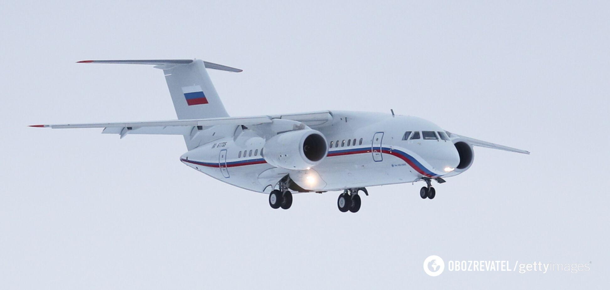 У Росії під час посадки на літак обвалився трап із людьми: відео та всі деталі НП