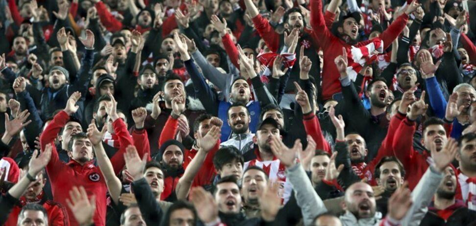 Підтримали Росію: фанати 'Олімпіакоса' відзначилися провокацією перед матчем із 'Динамо'