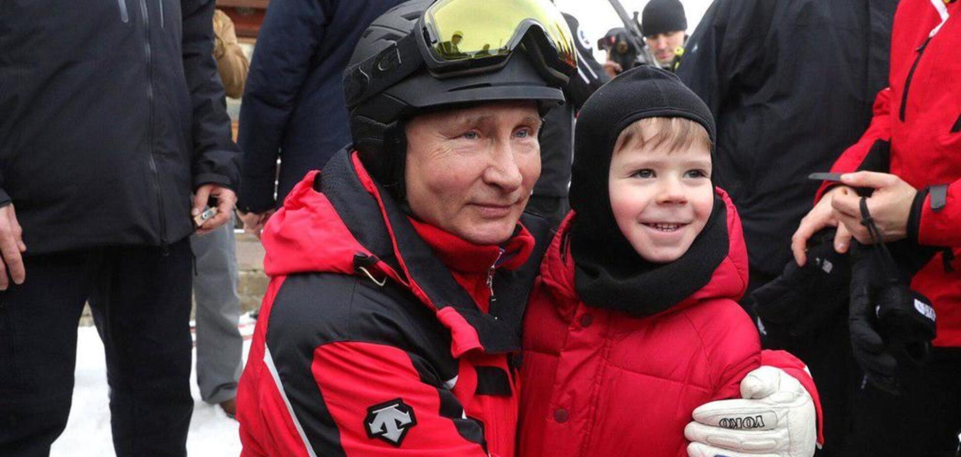 'Мороз не дал поцеловать животики': Путина в Сочи засекли за 'щупаньем' детей. Фотофакт