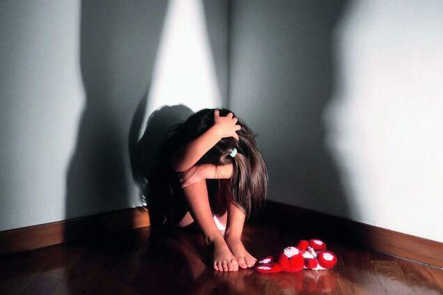 На Полтавщині батько-педофіл знущався з дочки