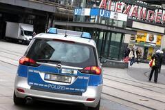 ''Автобусы в депо, метро закрыто'': в Берлине сотни тысяч человек пострадали от ЧП