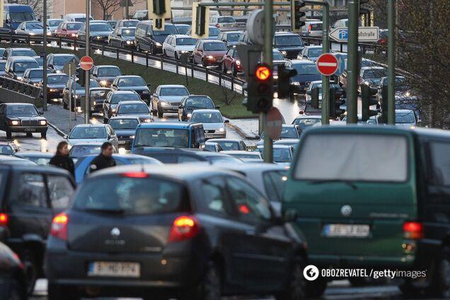 22 августа вступят в силу нормы о штрафах за нарушение сроков таможенного режима автомобилями на иностранной регистрации