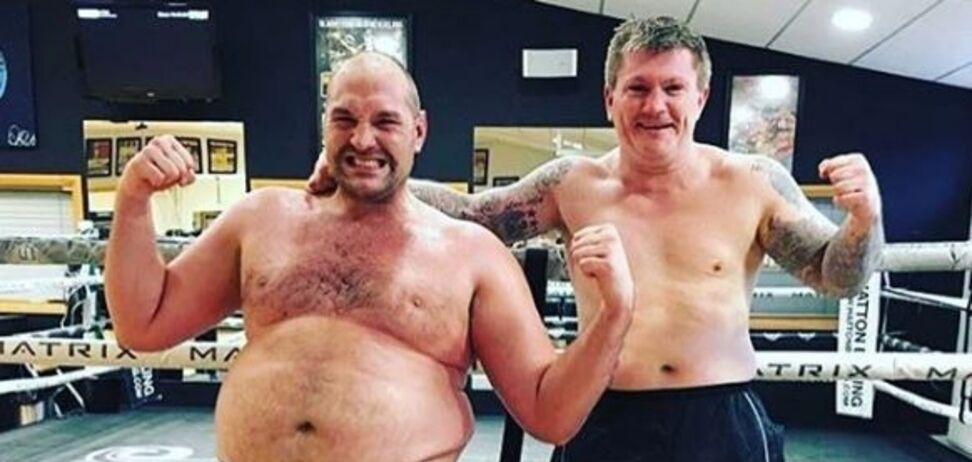 Екс-чемпіон світу з боксу випадково виклав у мережу сімейне садо-мазо