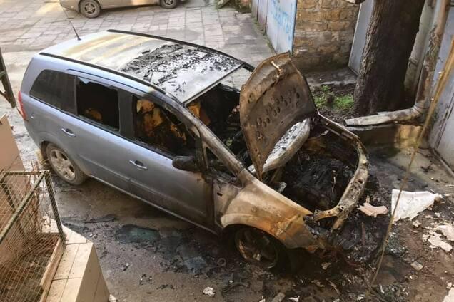 В Одесі відомому активісту спалили авто