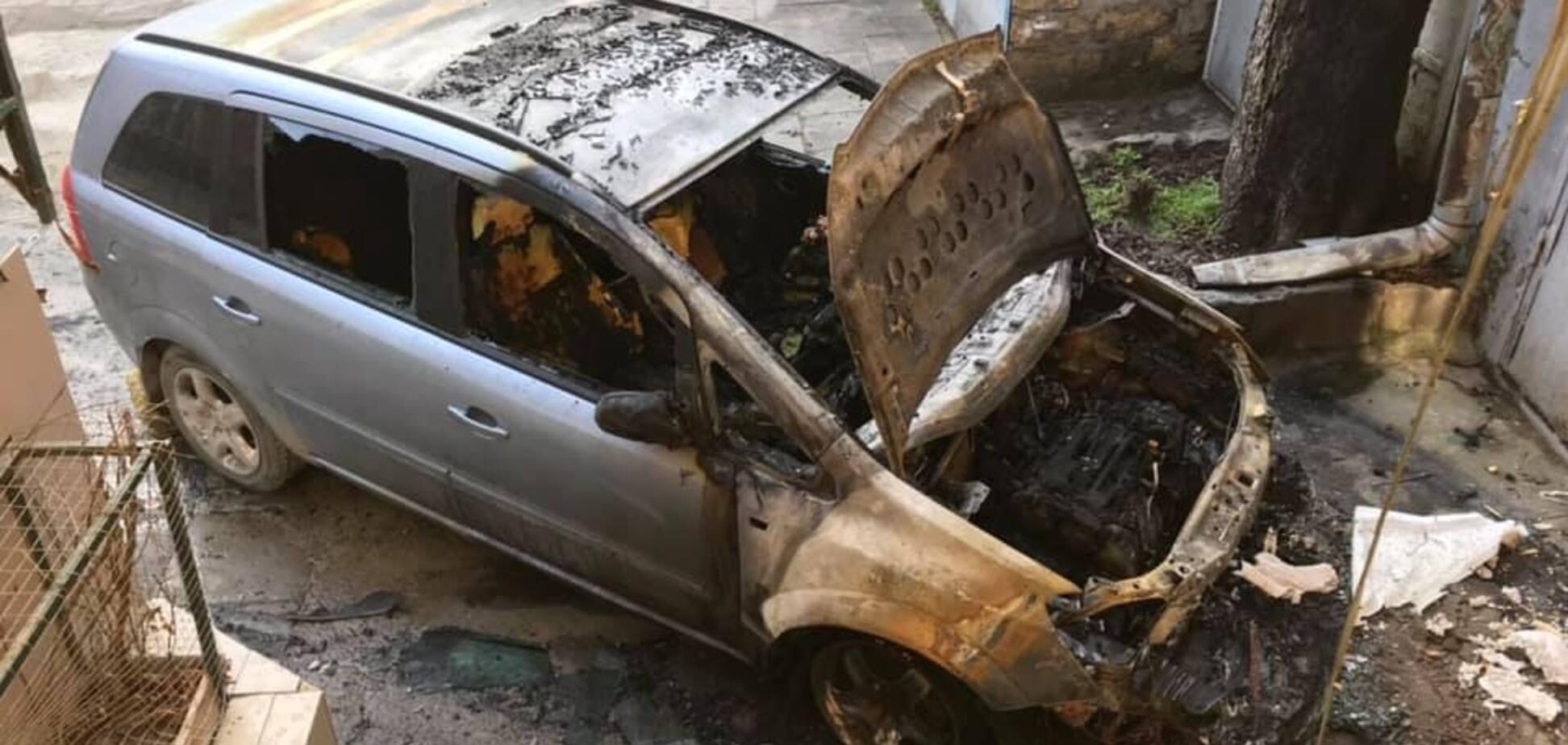 Кримінальні війни в Одесі: відомому активісту спалили авто