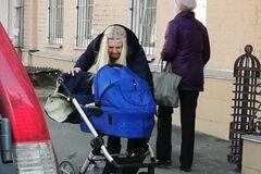''Замовкни, бл*ть! Жерти хочеш?'' У Києві жінка серед вулиці накинулася на малюка