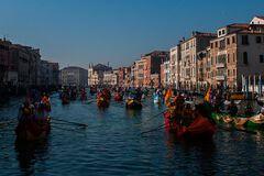 В Венеции начался знаменитый карнавал: яркие фото
