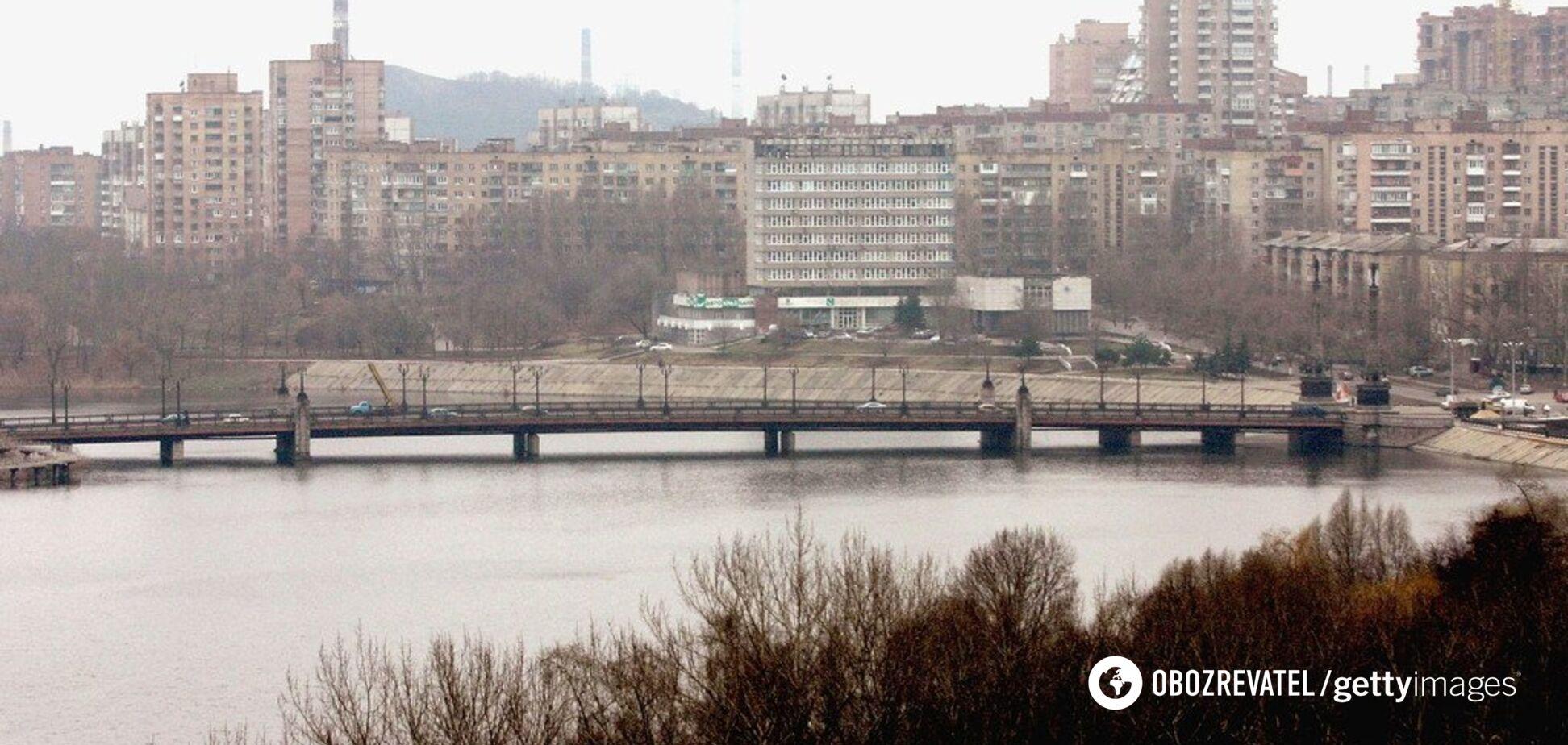 У центрі Донецька прогриміли три потужні вибухи: всі подробиці