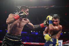 Знаменитый боксер назвал способ победить Ломаченко