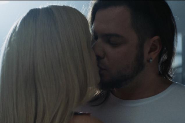 С сексуальной звездой ''Школы'': финалисты ''Х-фактора'' удивили смелым видео