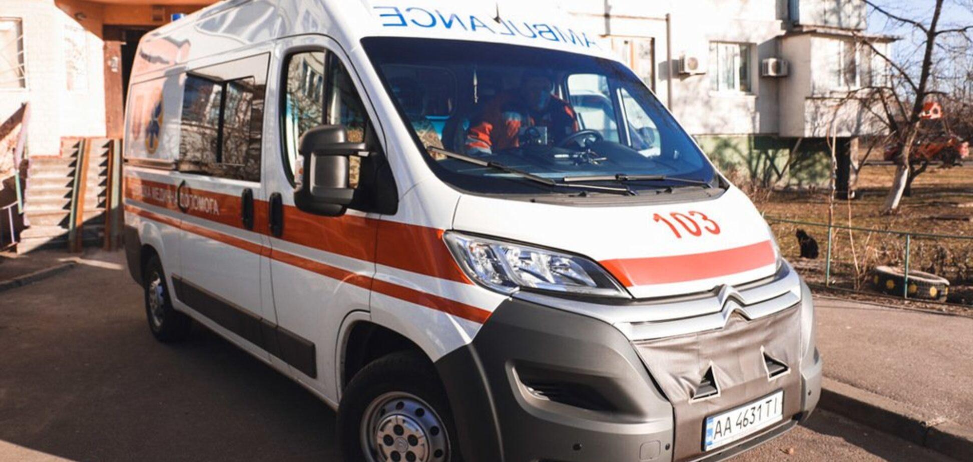 У київському під'їзді знайшли труп молодого хлопця: перші подробиці та фото