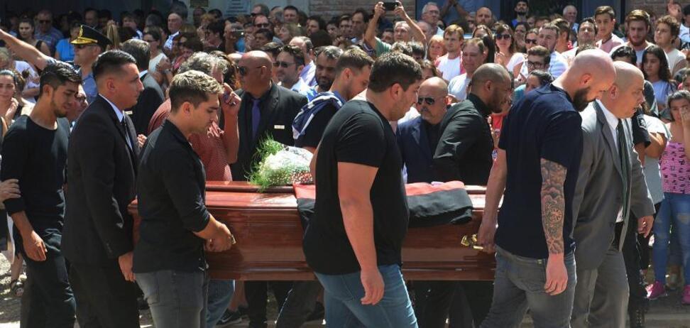 Еміліано Сала: на похорон прийшов лабрадор — зворушливі фото