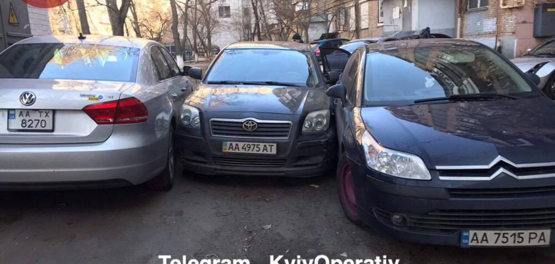 Намагалися втекти від поліції: в Києві сімейна пара влаштувала потрійну ДТП